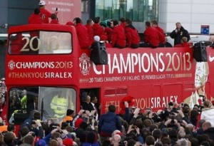 sir-alex-addresses-crowd-bus-old-trafford-pic-rahul-forevrutd