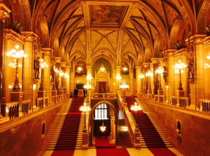 One of many golden chambers within the opulent seat of government.